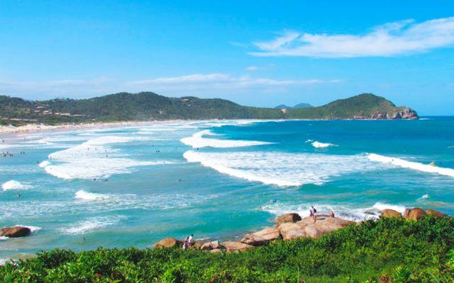 <div><div class='dinotitulo' style='font-family:arial;'><h1 style='font-size:40px;color:#000000;margin-top:0;margin-bottom:10px;line-height:43px;'>As mais lindas praias de Garopaba no litoral de Santa Catarina</h1></div></div>